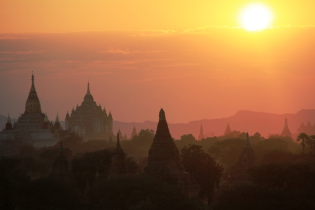 Bagan, amazing site of thousands of temples