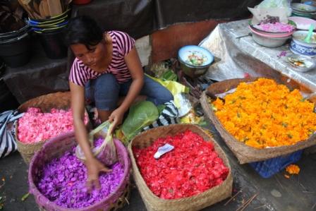 Colorful flower petals for offering baskets at Ubud market.