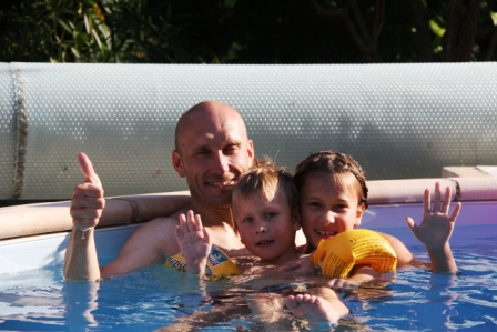 The hardy cyclists enjoyed the pool after those rides in the blazing Provence sun.